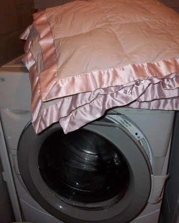 can i wash a comforter in my washing machine